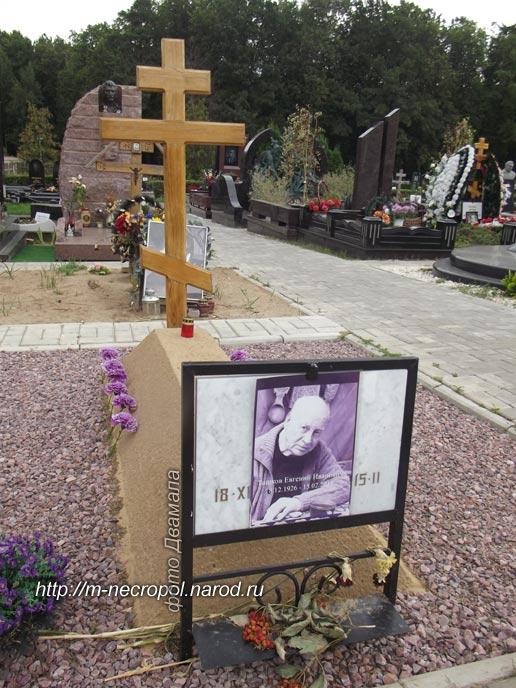 Троекуровское кладбище могилы памятники из мрамора в алматы